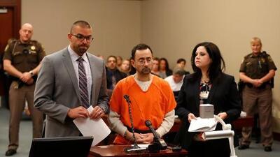 """""""Cuesta creer que mi cliente haya agredido a tanta gente"""": abogada de Larry Nassar pone en duda decenas de testimonios de abuso sexual"""