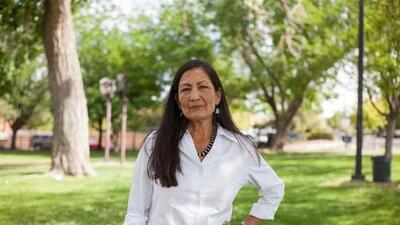 Deb Haaland, la mujer que aspira ser la nativa americana en el Congreso
