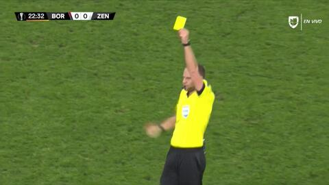 Tarjeta amarilla. El árbitro amonesta a Alexander Anyukov de Zenit St Petersburg