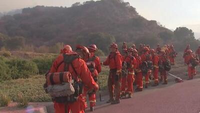 Al menos 250 bomberos intentan combatir el incendio Skyline en Corona, California