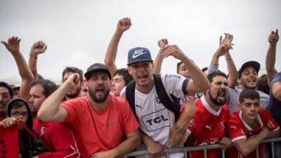 Detienen a 48 hinchas del Flamengo que atacaron hotel del Independiente en Río de Janeiro