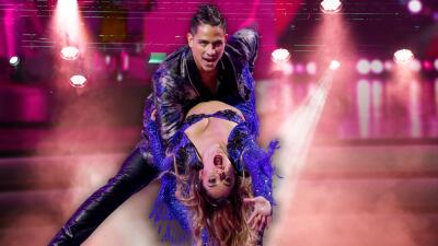 Sherlyn sorprende con su espectacular manera de bailar quebradita