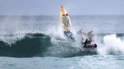 Un tiburón blanco hace que suspendan temporalmente Liga Mundial de Surf