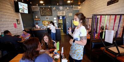 Los restaurantes de Pensilvania pueden duplicar su ocupación interior a partir de este lunes