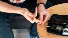 Conoce los beneficios de los dispositivos portátiles que miden los niveles de azúcar en la sangre