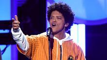 Bruno Mars da doble golpe: lanza nueva canción con Silk Sonic y su línea de ropa