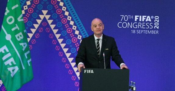 Presidente de la FIFA elogia al futbol mexicano y su sistema de competencia.
