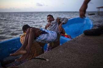 En fotos: el drama de los pescadores de langosta en Honduras que terminan su vida en silla de ruedas