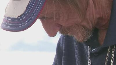 Un hombre que enviudó tras el tiroteo en El Paso recibe un auto nuevo de regalo