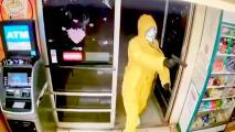 Captan en video a sospechoso enmascarado que intentó robar tienda del condado de Tulare