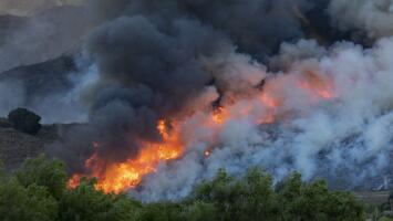 Tres incendios simultáneos provocan evacuaciones y emergencias en el sur de California