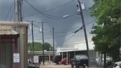 En video: Los impactantes y angustiosos momentos que vivieron habitantes Texas durante el tornado