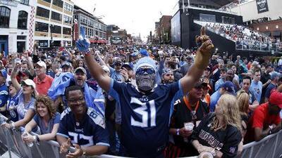 ¡Se prendió la fiesta! Así disfrutan miles de fans Nashville, a minutos del Draft 2019