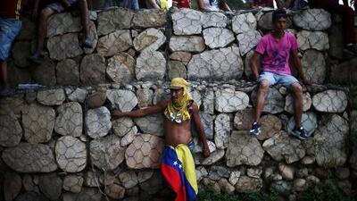 La ilusión del cambio en Venezuela espera en un campamento: cientos de voluntarios se quedan varados en Cúcuta