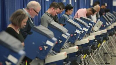 """Comisión Electoral de Chicago dice que """"todo está saliendo muy bien"""" en esta jornada de elecciones"""