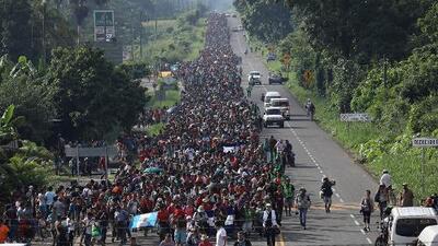 Jorge Ramos se monta en una balsa para mostrar el paso de los migrantes entre México y Guatemala