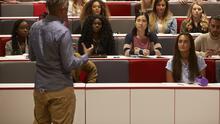 Qué impacto tiene que menos estudiantes extranjeros apliquen a universidades en EEUU