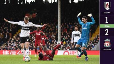 Controversia arbitral en triunfo del Liverpool ante Fulham en Premier League