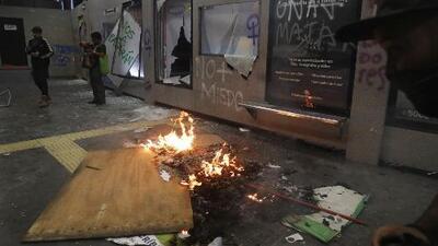 Una manifestación por la equidad de género en México termina en violencia y actos de vandalismo