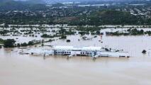 Edificios enteros sumergidos en agua: imágenes aéreas del desastre en Honduras tras el paso de Iota