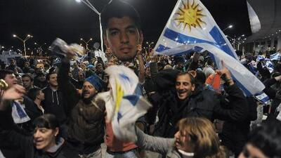 """""""Y ya lo ve… es para Messi que lo mira por TV"""", el cántico de los uruguayos en Montevideo"""