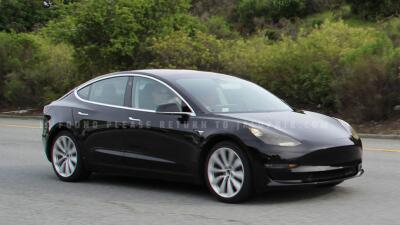 Prototipo del Tesla Model 3 cumple promesas pero no revela sorpresas