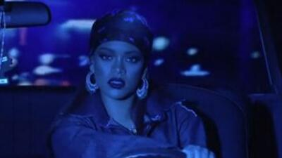 Rihanna Performs On SNL