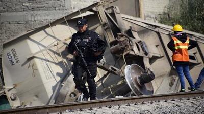 Un tren descarrila y mata a cinco integrantes de una familia en el centro de México