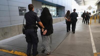 Una madre es detenida con 231 libras de drogas en un auto en el que iban sus cinco hijos (y no es el único caso)