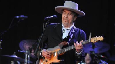 """Bob Dylan recoge el Nobel de Literatura en un encuentro """"pequeño e íntimo"""" con la Academia Sueca"""