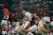 San Francisco 49ers quarterback Joe Montana (16) sneaks across the goal line for the 49ers first score in the first quarter of Super Bowl XVI in the Pontiac Silverdome, Sunday, Jan. 24, 1982. (AP Photo)