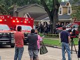 Cinco hispanos enfrentan cargos tras operativo que descubrió a casi 100 indocumentados en una casa de Houston