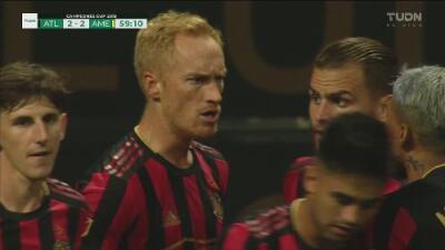Bombazo del colorado Larentowicz, desviado en Vargas, da el 2-2 al United