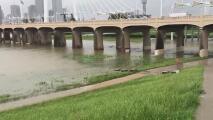 Aumenta el nivel del agua en el río Trinity en el oeste de Dallas debido a las fuertes lluvias