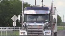 Se cree que al menos 80 personas inmigrantes viajaban en un camión de carga hallado al sur del condado Bexar