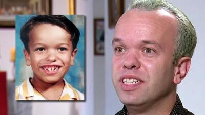 """""""¿Por qué nací así?"""": Carlitos 'El Productor' recuerda cómo la respuesta de su madre lo inspiró hasta llegar a la TV"""