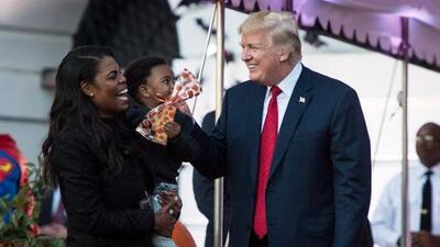 En la pelea entre Omarosa Manigault y Donald Trump se reveló que la Casa Blanca hace algo que no debería