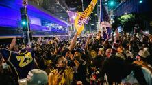 Pese a la pandemia, miles de aficionados celebraron el triunfo de Los Ángeles Lakers en el Staples Center