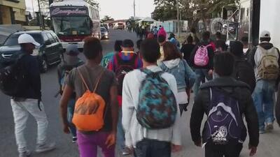 Por mensajes de Facebook y Whatsapp, así se enteraron estos migrantes de la organización de las caravanas