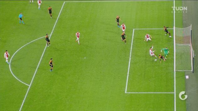 ¡De ida y vuelta! Ajax no puede concretar y Rodrigo cerca de hacer el segundo del Valencia