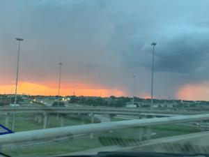 En fotos: Después de las tormentas llega la calma con arcoíris y cielos rojos
