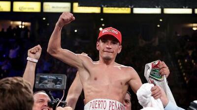 'El Gallo' Estrada hace la tarea: detiene a Méndez en siete rounds