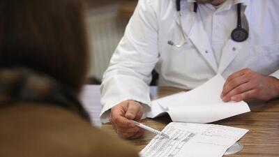 Una ley convierte a California en el primer estado del país que ofrece seguro médico para adultos indocumentados