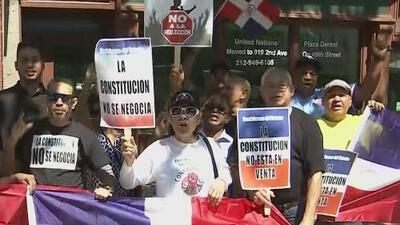 Activistas protestan en Nueva York en contra de una posible reforma constitucional en República Dominicana