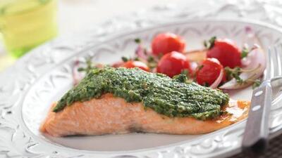 Salmón al horno con pesto y limón + Ensalada de pepino  | Reto 28