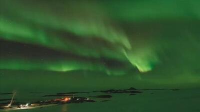 Científicos captan esta espectacular aurora en la Antártica