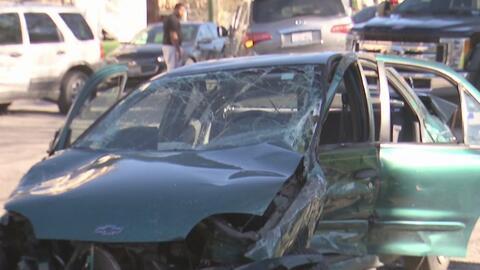 Aparatoso accidente entre seis vehículos deja al menos tres personas heridas en el norte de Chicago