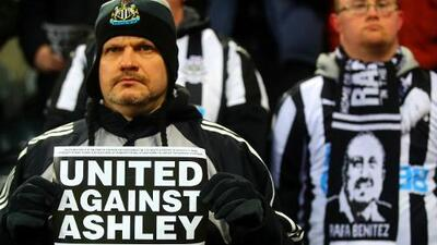 Newcastle, en crisis: sus fans odian al dueño Mike Ashley