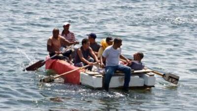 Rescatan a balseros cubanos que estaban a la deriva en Golfo de México
