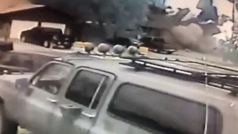 Un auto choca contra una vivienda en Texas, impacta la tubería del gas y la casa explota